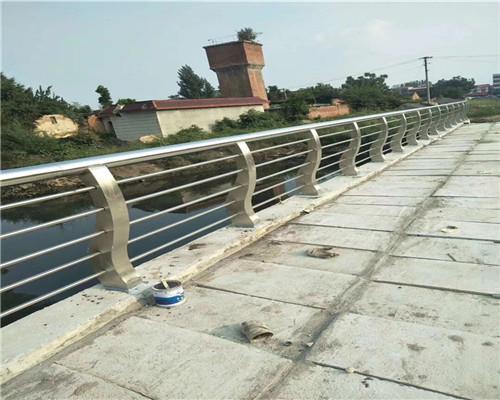海南不锈钢复合管护栏碳钢喷塑桥梁护栏