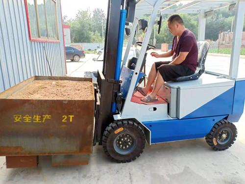 阿坝1吨电动叉车多少钱一台1.5吨电动叉车多少钱一台哪里有卖1吨,1.5吨,2吨电动叉车的