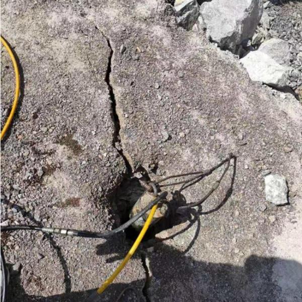 湖南矿山静态开采岩石开凿机每日产量