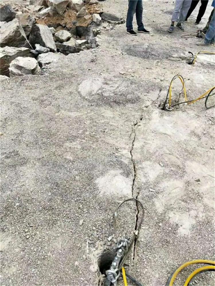 采石场不允许放炮静态矿石开采棒岩石劈裂机河南洛阳市:新闻