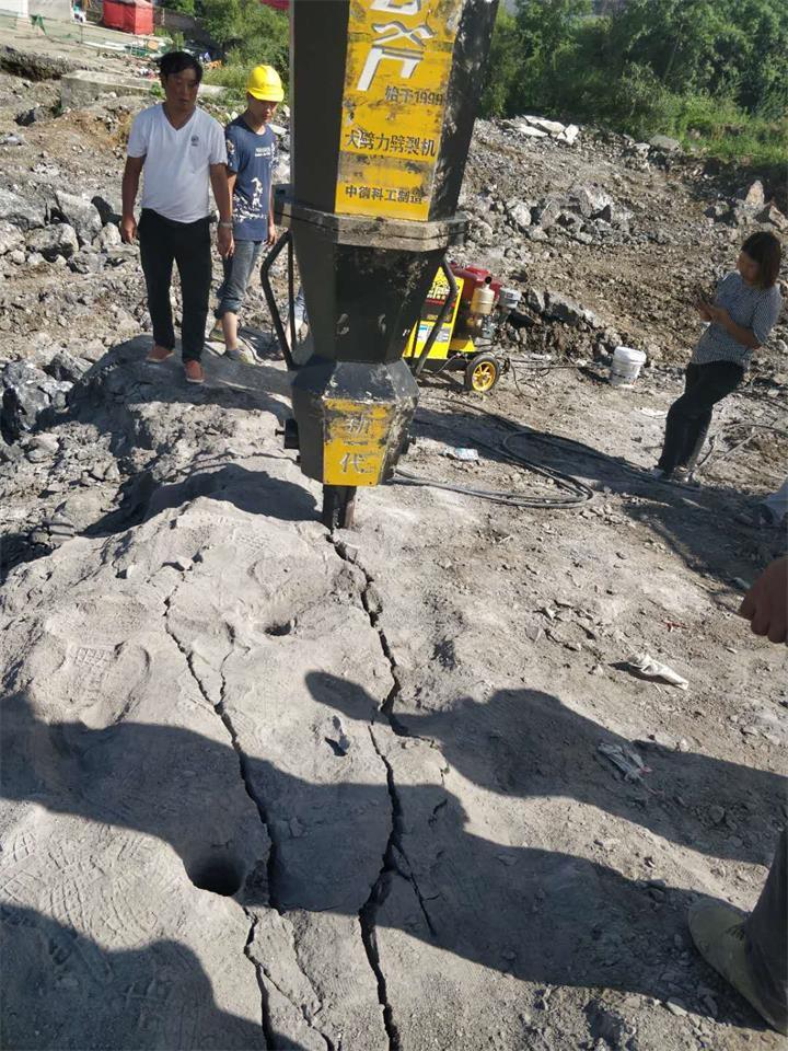 天津:井洞下开采破石设备