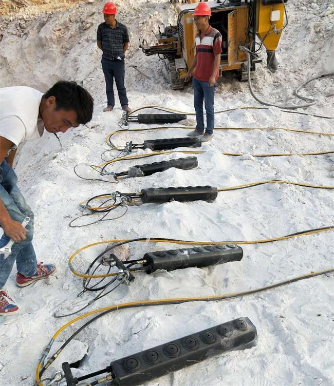 天津:开采矿石不让放炮裂开石头机械