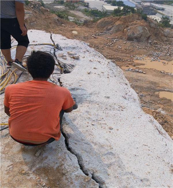 天津:静态设备开采大劈石机