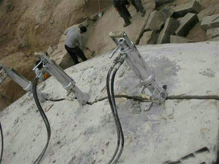 安庆矿石开采不用放炮怎么办 液压岩石劈裂棒