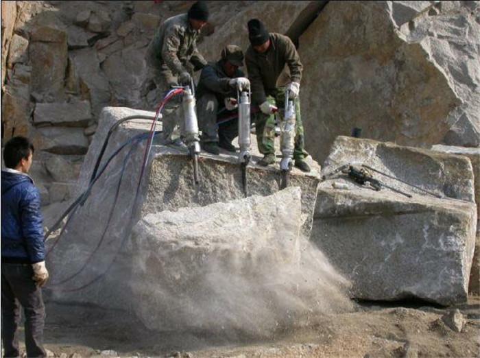 安庆道路修建开山劈石不用放炮 电动岩石碎裂机