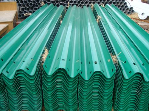 伊犁绿色高速护栏包工包料厂家