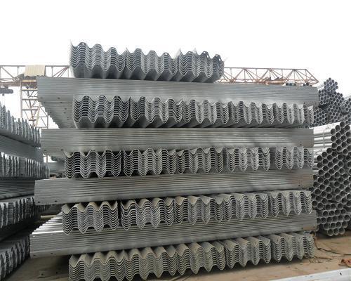 宣城喷塑波形护栏板交通设施厂家直销