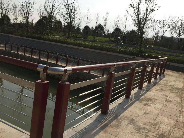 山东河道防护栏选聚宜兴护栏老厂