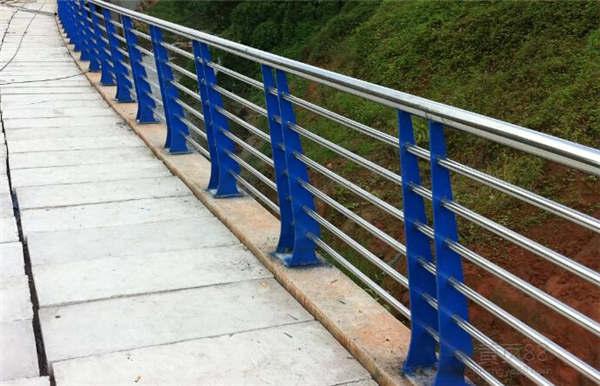 山东市政道路防护栏力推聚宜兴护栏