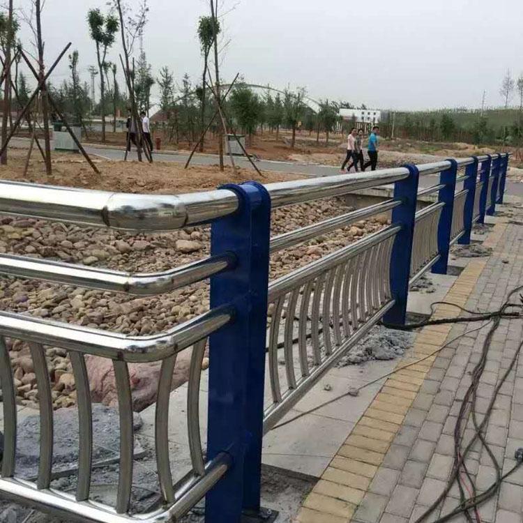 山东公路防撞护栏厂家力推聚宜兴护栏