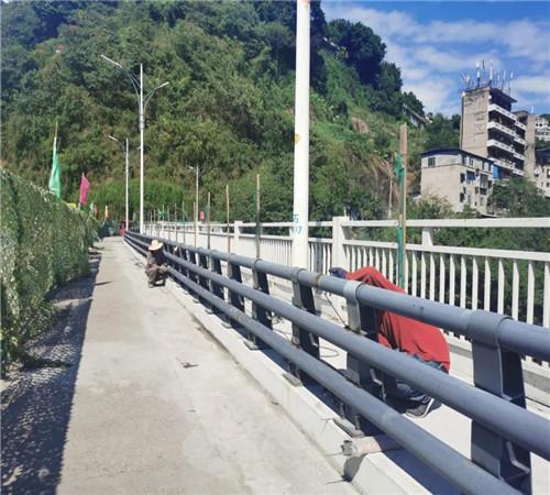 山东桥梁防撞护栏都选聚宜兴护栏老厂