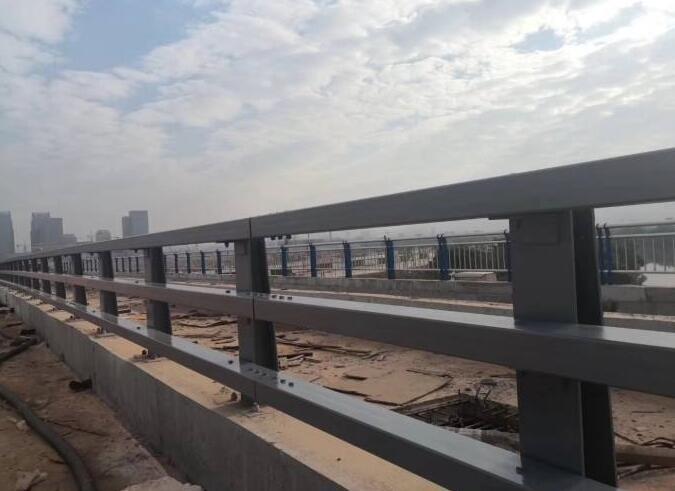 山东不锈钢复合管护栏都选聚宜兴护栏