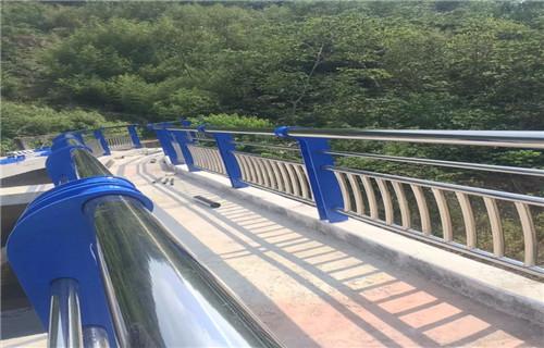 芜湖不锈钢桥梁防撞护栏施工现场图