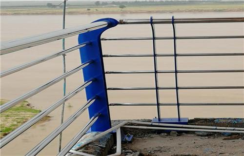 安康桥梁防撞护栏立柱加厚底座牢固
