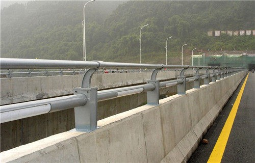 西宁桥梁不锈钢护栏多少钱一米-【聚宜兴】桥梁不锈钢护栏强度高