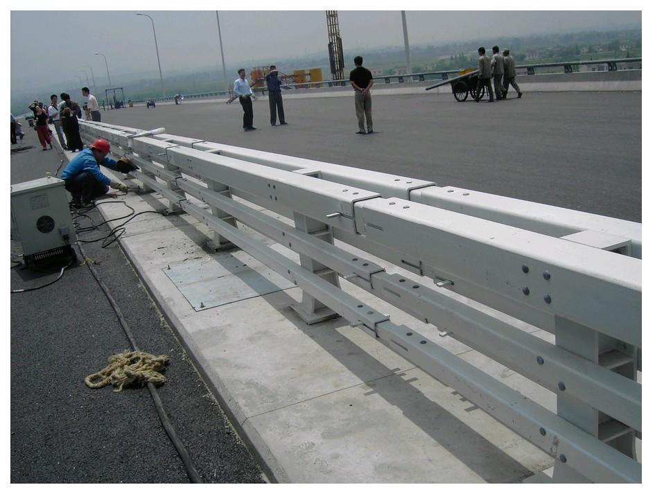 四川阿坝桥梁护栏防撞栏杆国标价格