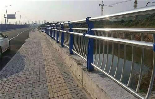 黔西南201内衬碳素钢桥梁护栏厂直接批发价