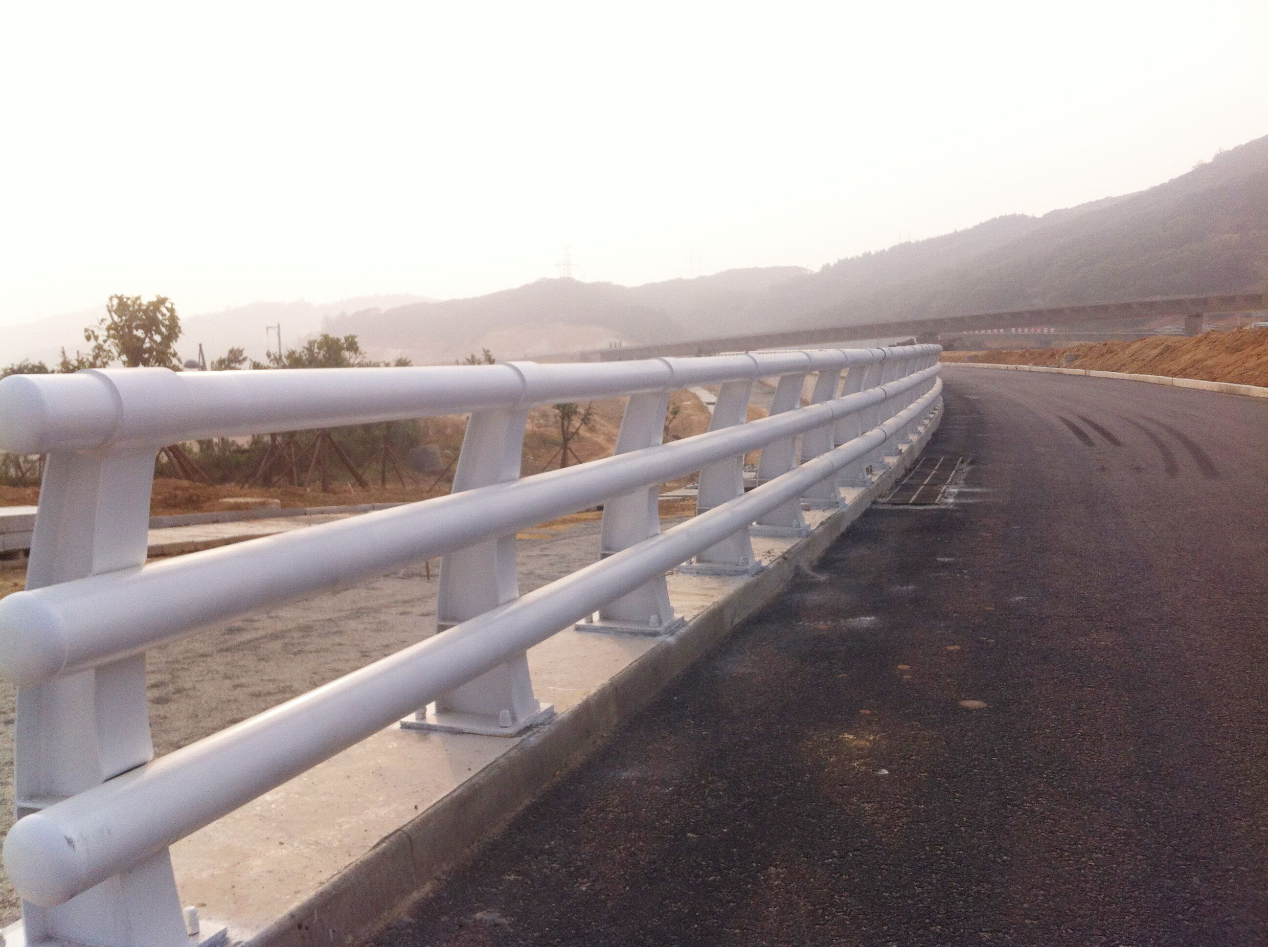 内江防撞喷塑立柱栏杆大厂实力生产