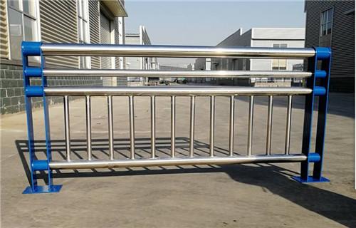 四川若尔盖县q235/345高碳钢防撞护栏专业生产商报价