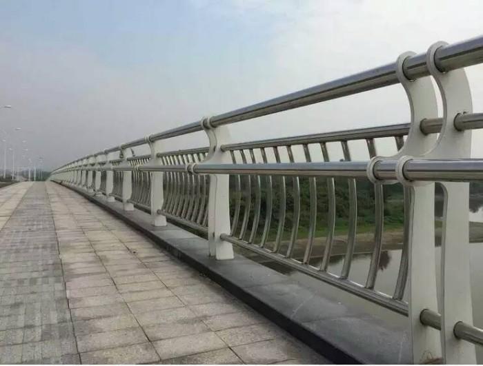 马鞍山q235钢喷塑河道栏杆专业制造厂家