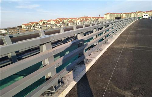 黑龙江q235圆钢喷塑防撞护栏专业制造厂家