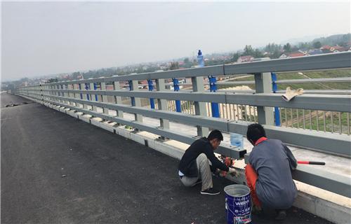 西宁q235圆钢喷塑桥梁护栏实力厂家-免费