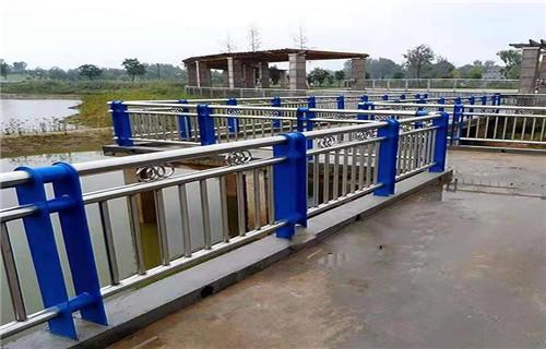 山东高速公路桥梁防撞护栏立柱诚信生产厂家