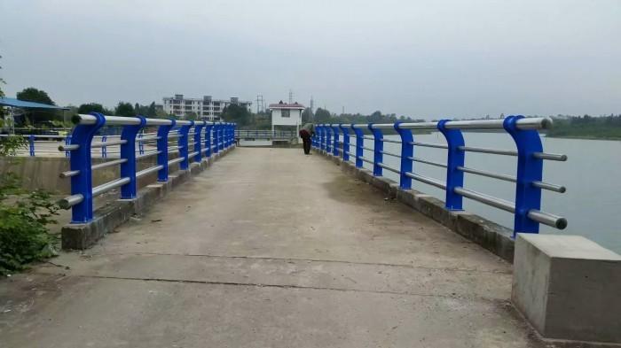汉中高架桥护栏立柱按图精工