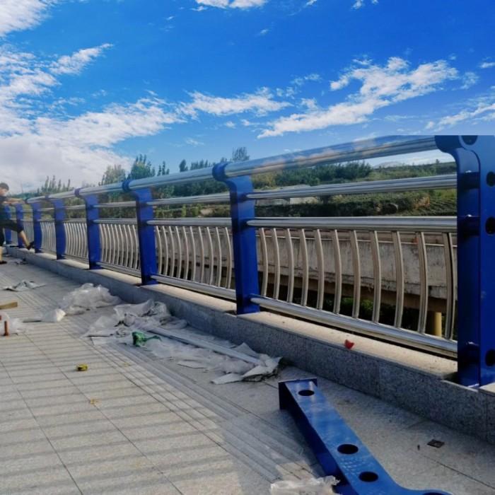 济南高速公路桥梁防撞护栏立柱诚信生产厂家