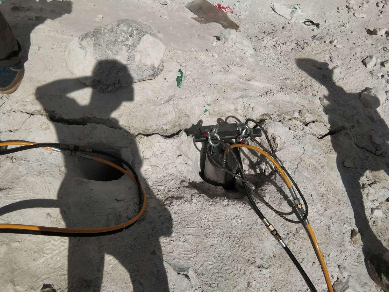 蚌埠建筑基礎土石方施工專門破石頭機械巖石分裂棒