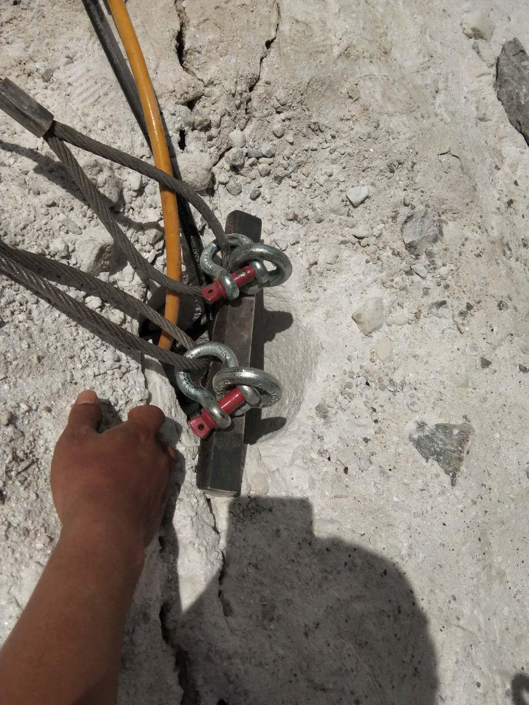 蚌埠石頭硬破碎錘打不動開采石頭機器液壓劈裂機
