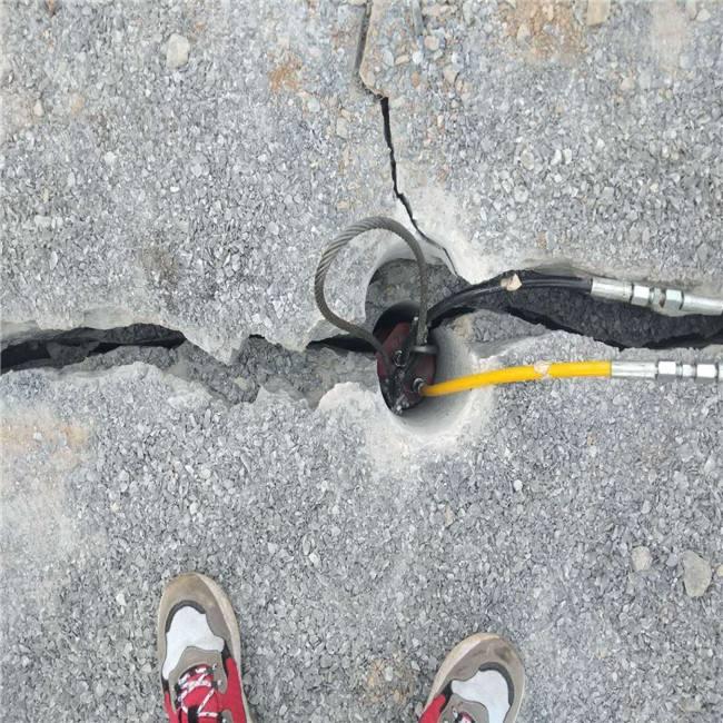 深圳挖基坑遇到坚硬石头用什么机器