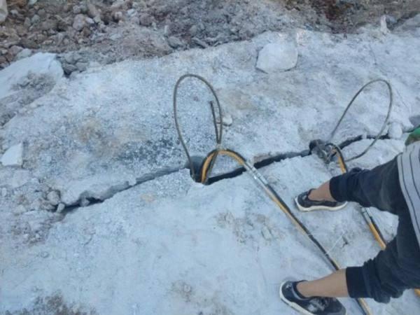 太原石山爆破没有放炮怎样分裂岩石拆除岩石制