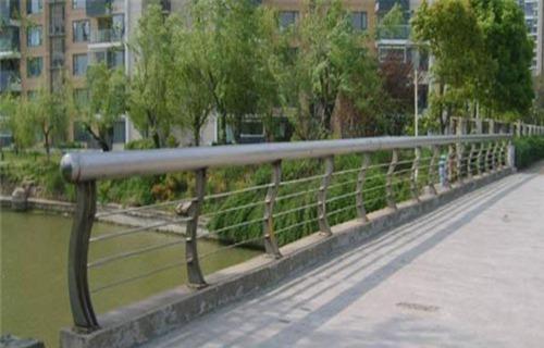 锦州201不锈钢复合管护栏制作安装