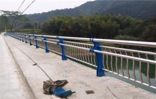 海南201不锈钢复合管护栏制作安装