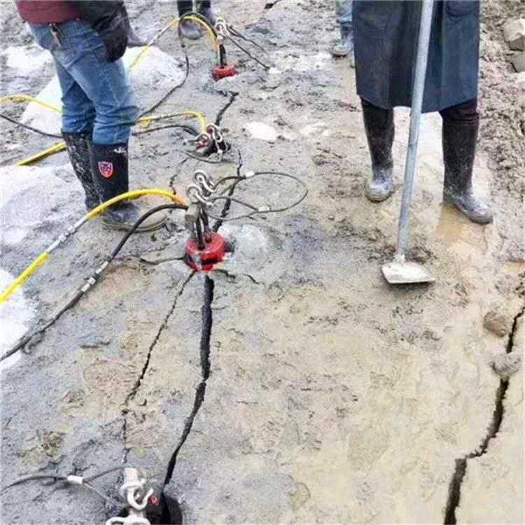安徽蚌埠市挖地基用什么機器施工視頻
