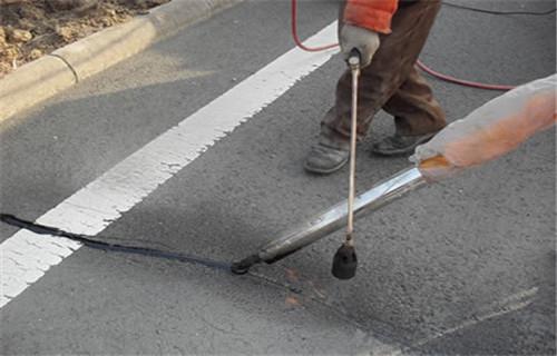 新闻:湖南路面裂缝灌缝胶价格~关乎质量