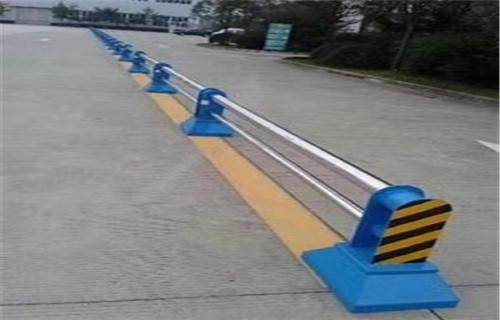 日喀则道路隔离栏杆稳固结实