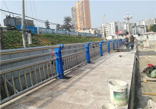 张家界不锈钢复合管栏杆多少钱一米//普新金属