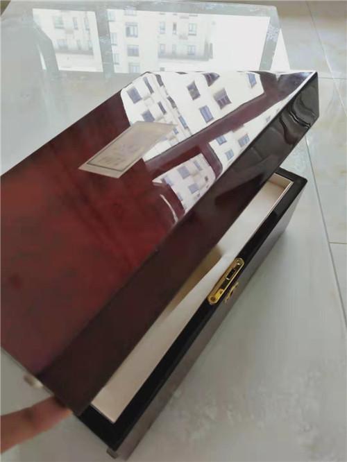 北京朝阳红酒礼品包装盒生产厂家