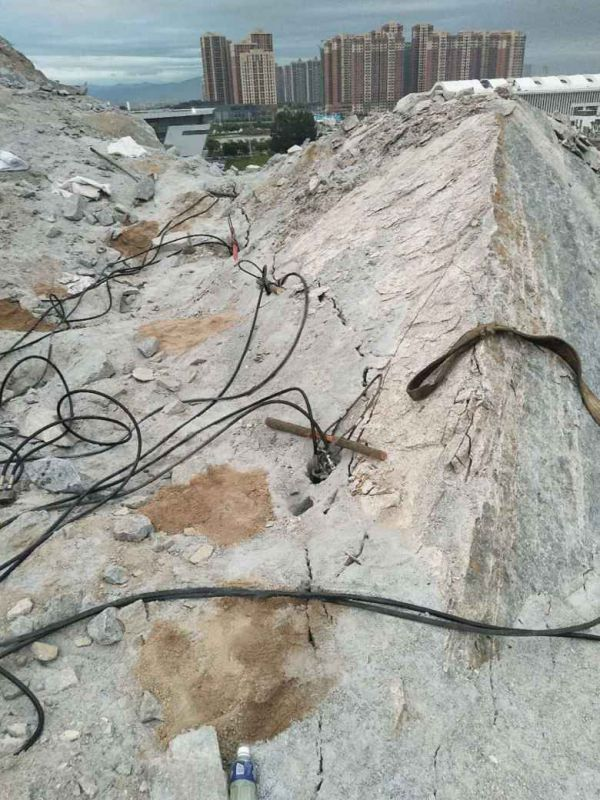 沙区矿山开采炮锤产量低用什么机器代替巷道掘进