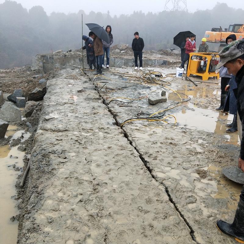 霞浦:土石方施工破除硬石头的方法山上破石头