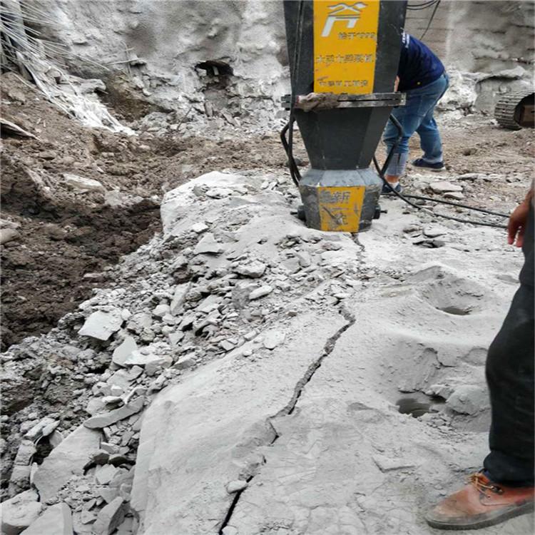 固安县:石头竖井作业破石设备取代放炮
