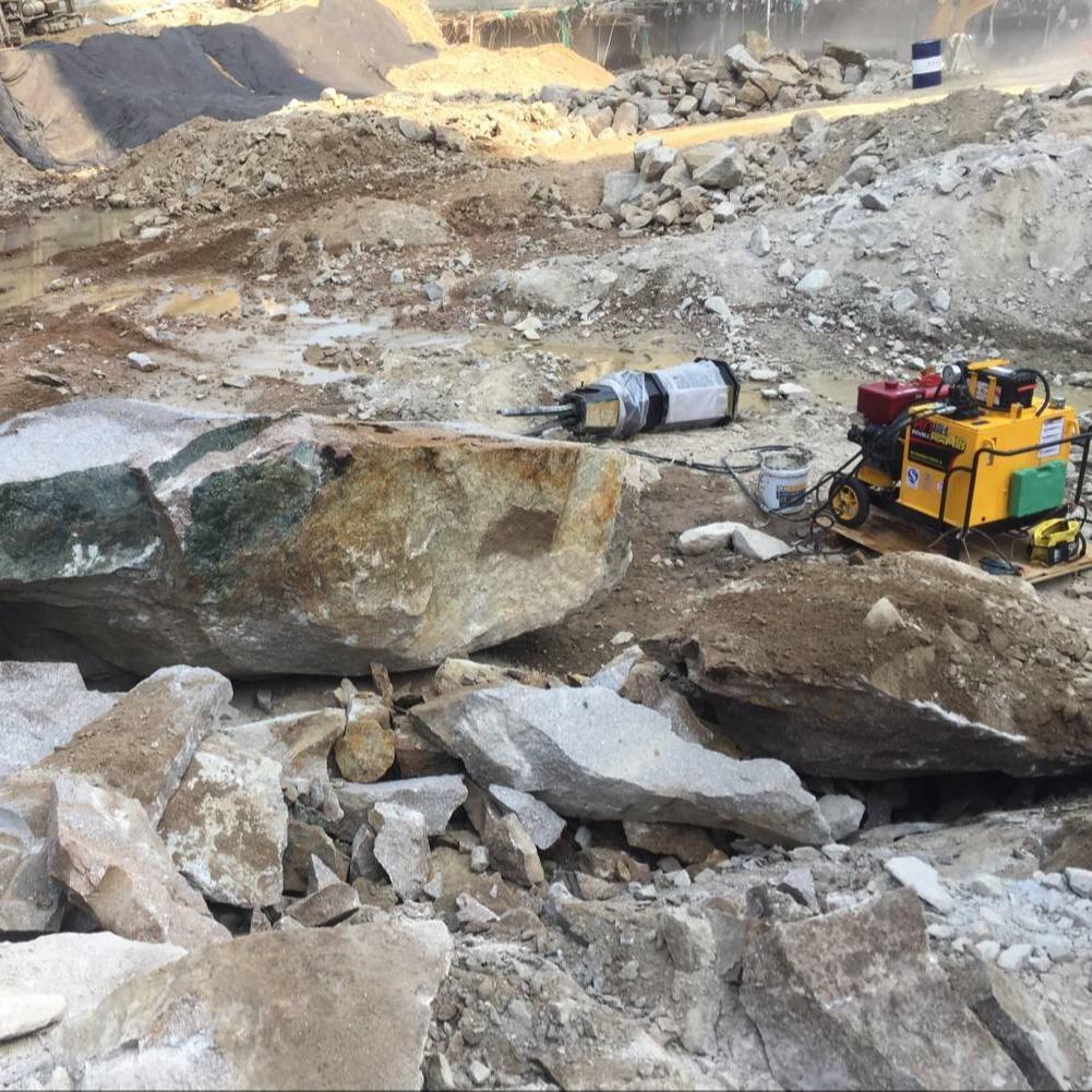颍泉区:采石场硬石头用什么机器开采产量高破碎锤效率低