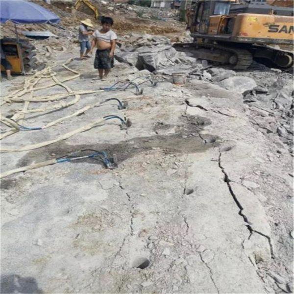 西宁市:干巷道建设风镐效率慢高效率掘进设备-分裂硬石头
