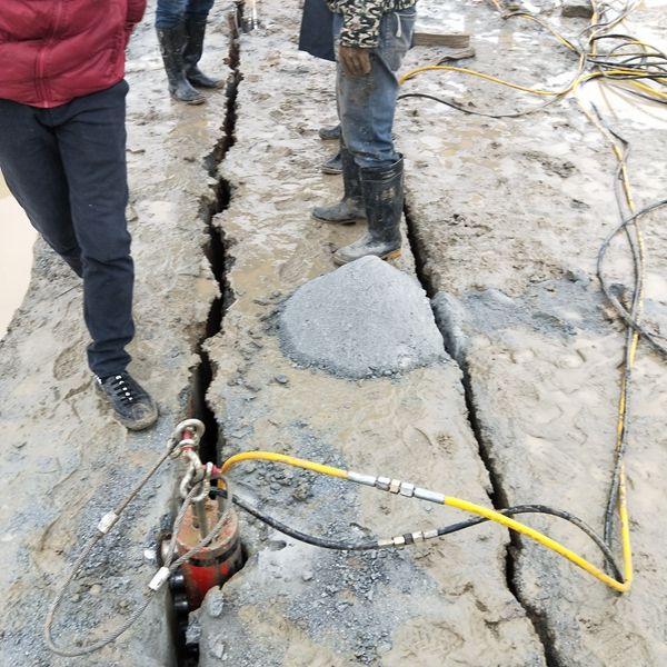 安徽东至:挖地基遇到硬石头怎么施工炮机产量低