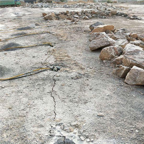 枞阳:岩石分裂设备炮锤打不动