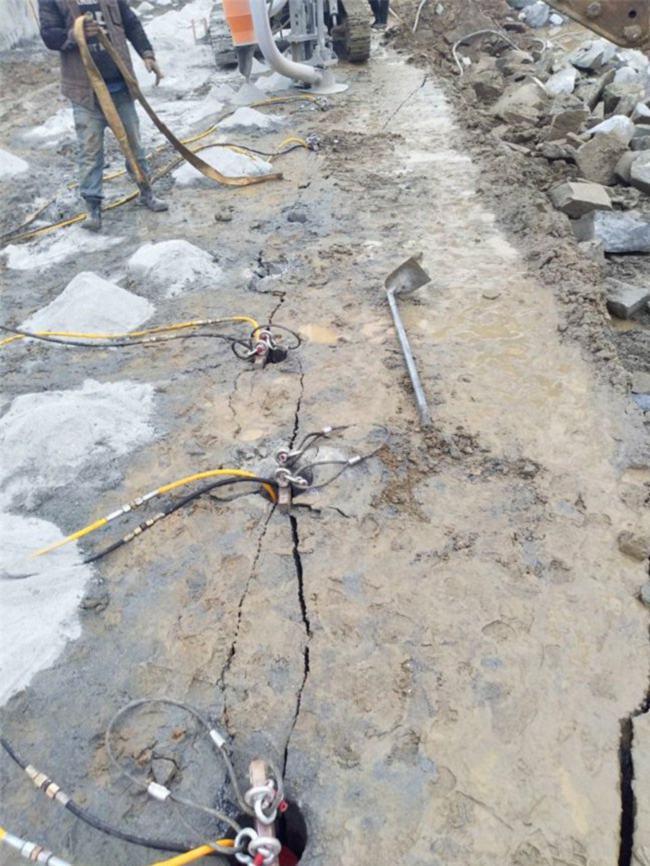 东营:混凝土破碎静态液压破石头设备