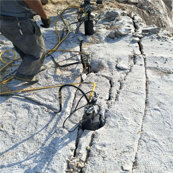 江西:破碎镐破石头太慢代替开采设备