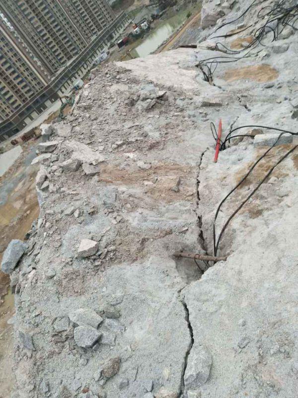 北京:不用放炮分裂岩石破石头设备